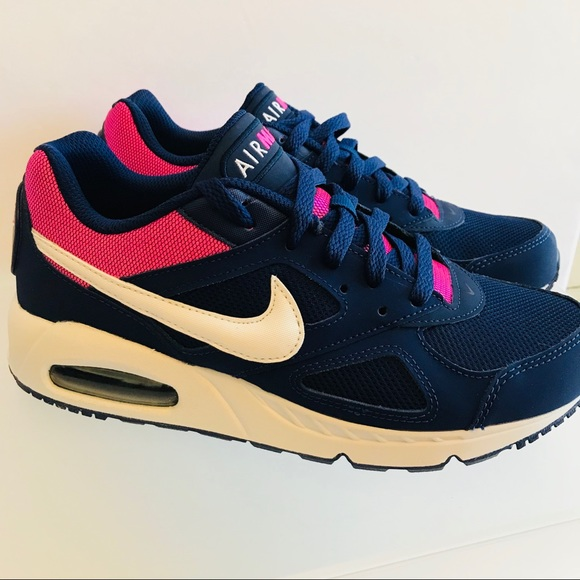 NEW NIKE AIR MAX IVO WOMENS SHOE SIZE 8